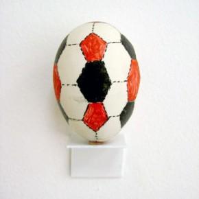 Balón (huevo) | Gabriel Castillo | 2009 | Pintura sobre huevo
