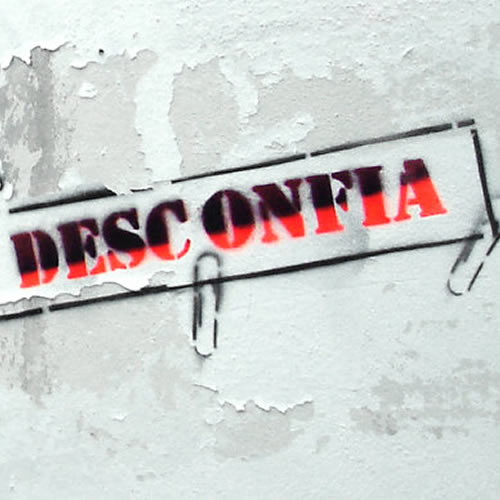 Desconfía