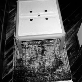 Situaciones elementales (mesa y alfombra) | 2010-2011 | Inyección de tina sobre papel de algodón | 23cmx15cm | Edición de 3+P.A