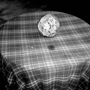 Situaciones elementales (pelota y circulo sobre patrón) | 2010-2011 | Inyección de tina sobre papel de algodón | 23cmx15cm | Edición de 3+P.A