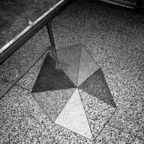 Situaciones elementales (triángulos de granito) | 2010-2011 | Inyección de tina sobre papel de algodón | 23cmx15cm | Edición de 3+P.A