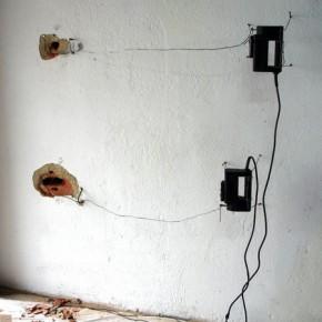 Enrique Moreno | Instalación | Caladoras y alambres sobre pared | 2006