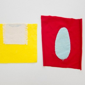11. Ovalo y mitad de ovalo | 2012 Apliques de lona de algodón teñida con azul de metileno | 20,5 x 19 21,5 x 24 cm