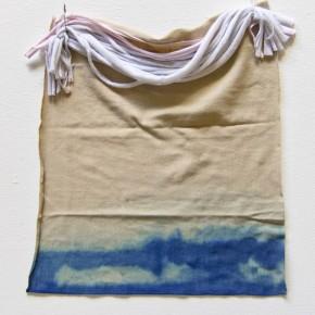 20. Teñido y cortes | 2012 | Algodón teñido con azul de metileno | 36 x 30 x 3 cm