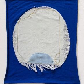 25. Sin título. Azul | 2012 | Aplique bordado sobre algodón | 38, 6 x 32, 2 cm