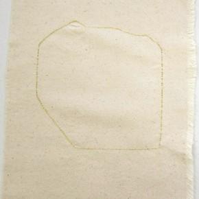 44. Forma. Dorado | 2012 | Hilos entretejidos sobre lona de algodón | 36 x 29,5 cm
