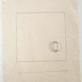 45. Cuadrado y círculos. Dorado y rojo | 2012 | Hilos de colores entretejidos sobre lona de algodón y lápiz | 28,3 x 36 cm