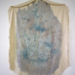 Vista de sala | 21. Sin título (Tela grande) | 2012 | Pigmentos histológicos y tintas acrílicas sobre lona de algodón | 127,5 x 90 cm