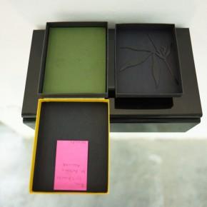 Roberto Obregón | External analgesic | 2001 | Collage de papel sobre caja de película Kodak Ektrakome (cartón) y caucho Durasol | 14,5 x 11,5 x 2 cm