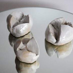 Bolas 1, 2 y 3 (2010) Gres y esmalte sobre espejo