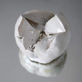 Bola 1 (2010) Gres y esmalte sobre espejo | 12 x 14 x 14 cm