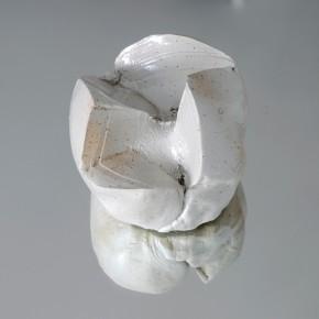 Bola 2 (2010) Gres y esmalte sobre espejo | 12 x 13 x 13 cm