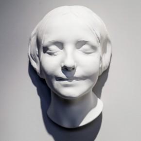 De la desconocida del Sena y otras Ofelias (2012-2013) | Máscara mortuoria de la Desconocida del Sena | Yeso | 30 x 21 x 16 cm | Foto: Ricardo Gómez-Pérez