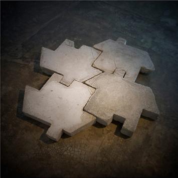Salta Charcos | 2010 | Proyecto de intervención en espacio públicos | Concreto encofrado | 50 x 60 x 10 cm | Cortesía Colección Patricia Phelps de Cisneros