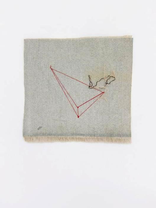 Perspectiva Triángulo | 2012 | Hilos entretejidos sobre soporte textil sintético | 27,9 x 27,7 cm