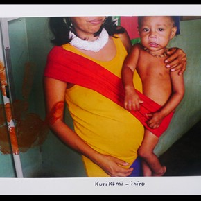 Kurikami - Ihiru (Kurikami y su hijo) | 2012-2013 | Fotografía intervenida con acrílico | Serie de 3 | 48 x 32 cm