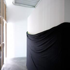 Burladero | 2013 | Módulo de dimensiones variables envuelto con 150 x 60.000 cms de tela de algodón con botón IXI