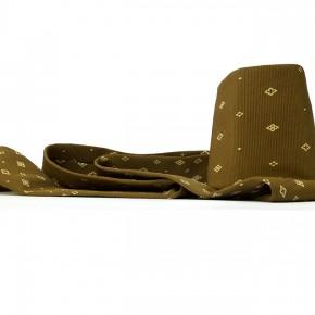 Caja feliz MA | 2013 | Envase de mermelada con etiquetas IXI e imagen de corbata de Miguel Arroyo + caja de plástico con objetos diversos + fotografía de corbata de Miguel Arroyo | Caja: 14,3 x 34 x 47,2 cm | Fotografía: 70 x 100 cm
