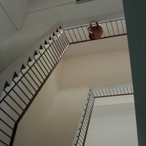 Homenaje a Duchamp No2 | 2009 | Fotoperformance | Inyección de tinta sobre papel fotográfico semisatinado Edición de 8 + PA 80 x 100 cms. Fotografía de Carolina Sanz