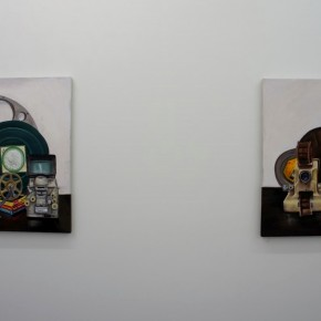 Serie Objetos Inertes | 2013 | Proyector y visualizador (60 x 60 cm), 7 años en el Tíbet (60 x 60 cm) | Óleo sobre tela