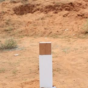 Escultura rápida proyectada | 2013 | 3 piezas de cemento blanco/polvo de mármol, madera, aluminio naval, vídeo de un solo canal | 25 x 25 x 25 cm c/u