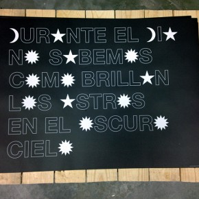 Durante el día no sabemos cómo brillan los astros en el oscuro cielo | 2013 | Escultura Poética Impresión litográfica industrial 1000 Ejemplares | 46 x 64 cm