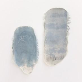 Fabián Salazar | S/T. Prueba azul. 1 | 2012 | Impresión de aguada acrílica y azul de metileno sobre textil | Medidas variables 31,4 cm x 51, 7 cm y 32 cm x 49 cm aprox.