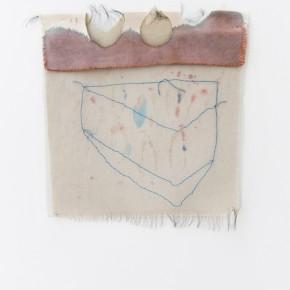 Fabián Salazar | Sin título. Azul | 2012 | Aplique de organza sintética bordada sobre Lona de algodón teñida con hematoxilina y pap-mart | 28,5 x 31 cm