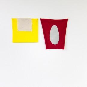 Fabián Salazar | Óvalo y mitad de óvalo | 2012 | Apliques de lona de algodón teñida con azul de metileno y creyón | 20,5 x 19 . 21,5 x 24 cm