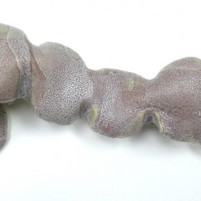 11. Serie Capullos #2 | 2013 | Gres y esmalte | 9 x 31 x 13 cm