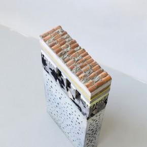 19. NM Vertical #2 | 2013 | Mdf, foam, oxite, cemento, yeso, madera y arcilla | 60,5 x 30 x 19 cm