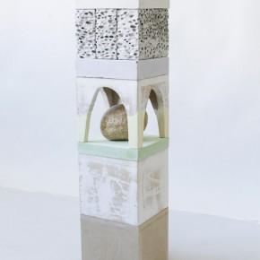 7. NM Vertical #1 | 2013 | Mdf, yeso, piedra, pintura de caucho, esponja y vidrio | 67,2 x 16,3 x 15 cm