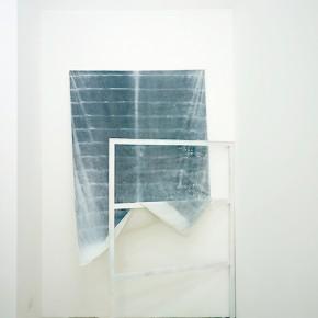 39. Cortina sobre bastidor | 2013 | tela descolorada por el sol, madera, pintura en aerosol