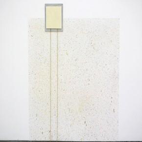 42. Tano con salpicado y cadenas | 2013 | pintura de caucho, óleo, cadena dorada y lienzo | 114 x 77 x 19 cm