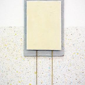 Vista en sala|Tano con salpicado y cadenas doradas (detalle)
