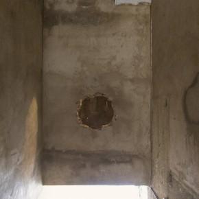 Ensayo de dominio | Consenso vecinal |2013 | Intervención en el espacio | Orificio en la pared, iluminación artificial