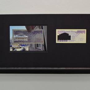 Calados capitales en lugares de paso|100.000 Złoty . Serie # 3 Polonia | 2013 | Fotografía sobre papel de moneda y billetes (dinero) | 45 x 25 cm