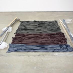 Alfred Wenemoser | Plegadura sentimental | 1991 | Telas de colores | Dimensiones variables