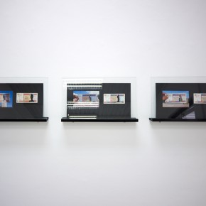 Vista en sala | Serie: Calados capitales en lugares de paso # 1 | Fotografía sobre papel de moneda y billetes | 25 x 45 cm