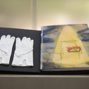 Vista en sala | La tercera pata | 2008 - 2014 | Libro (Escáner de documentos y textos de escritores en el exilio) | cerrado : 36 x 26 cm / abierto: 36 x 52 cm