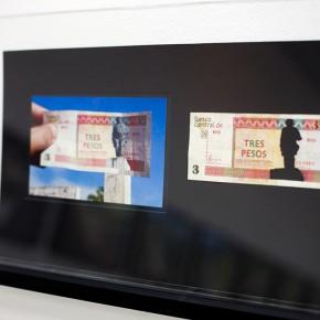 Vista en sala |3 CUC. Serie Calados capitales en lugares de paso #1. Cuba | 2012-2013 | Fotografia sobre papel moneda y billetes (dinero) | 45 x 25 cm