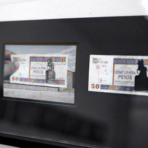 Vista en sala |50 CUC. Serie Calados capitales en lugares de paso #1. Cuba | 2012-2013 | Fotografia sobre papel moneda y billetes (dinero) | 45 x 25 cm