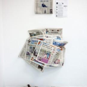 Vista en sala | Mil noticias y un performance | 2011-2014 | Post-performance, periódicos, traje y medios de prensa