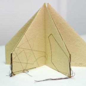 Sebucán| 2014 | Libro-objeto Cartón, hilo y clips de metal | 28, 5 x 40 Ø cm