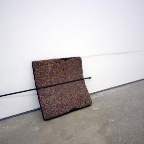 5. Propósito de desactivación | 2013 | Instalación: Fragmento de piso de caucho, correa de goma, tornillos, arandela | Medidas variables