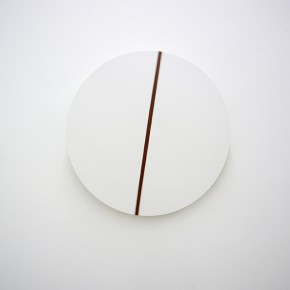6. Línea en círculo | 2014 | Escultura mecánica: Círculo de plástico pvc ,motor 12 v, fuente de poder 12v , pintura anticorrosiva, sensor de movimiento | 88 ø cm