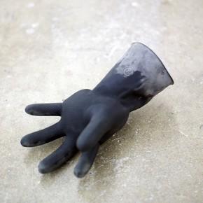10. La mano hinchada | 2014 | Concreto en guante de látex | 12 x 18 x 28 cm