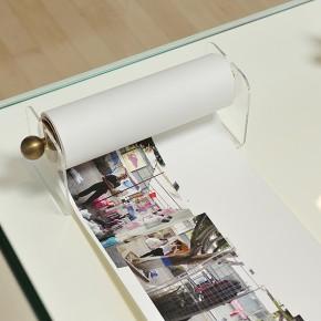 Suwon Lee| El Bulevar de Sabana Grande | 2007-2011 | Archival pigment print | 2 libros enrollables | 20 x 800 cm y 20 x 1000 cm | Fotografía: Carlos Varillas | Cortesía: Museo Amparo