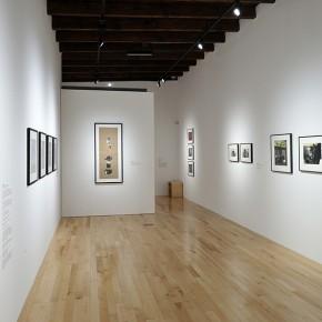 Francis Alÿs (Izq.) | Miguel Rio Branco (Centr.) | Leonor Vicuña (Der.) | Vista de exposición en Museo Amparo | Fotografía: Carlos Varillas