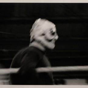 2. Sin título 1A. De la serie Lucha demasiado libre | 1967-2014 | Tomada en el Palacio de Deportes de Caracas en 1967 | Primera copia 2014 | Edición de 3 + PA | Sales de plata sobre gelatina | 8 x 10'